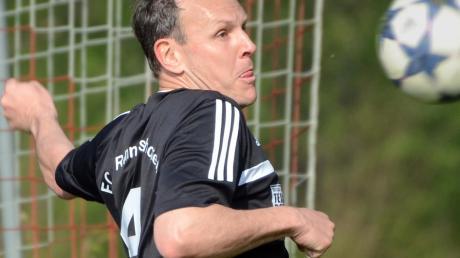 Freut sich mit seiner Mannschaft auf das morgige Lokalderby beim SV Bertoldsheim: Wolfgang Rückel, Spielertrainer des FC Rennertshofen.