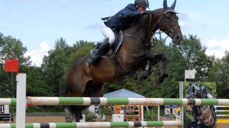 Am Wochenende finden beim Reitclub Ulrichshof in Königsbrunn wieder die schwäbischen Meisterschaften im Springreiten statt. Prüfungen bis zur Klasse S warten dabei auf Pferd und Reiter. Gut 600 Nennungen liegen für das Turnier vor.