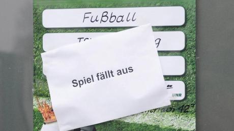 Der Spielbetrieb im Amateur-Fußball wird durch Corona durcheinandergewirbelt.