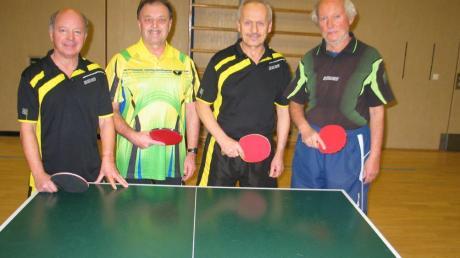 Dieses Quartett der Tischtennisfreunde Bad Wörishofen nahm bei den bayerischen Einzelmeisterschaften der Senioren teil: (von links) Dieter Gerhardinger, Gerhard Lucke, Xaver Eschenlohr und Beppo Trautmann.