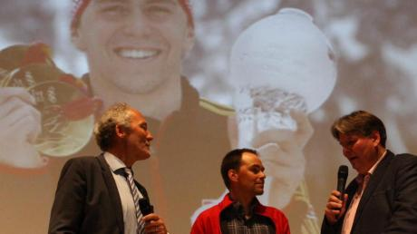 Landrat Hans-Joachim Weirather (links) und Moderator Andreas Schales im Gespräch mit dem ehemaligen Weltklasse-Biathleten Michael Greis.