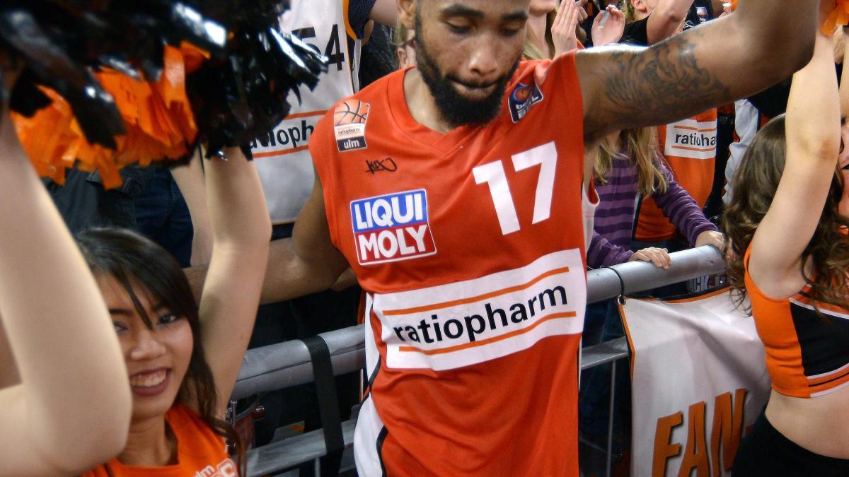 Basketball Butler Bleibt Ein Teil Von Ulm Lokalsport