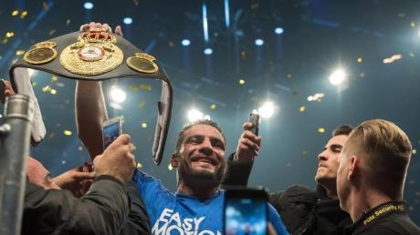 Schwergewichtsboxer Manuel Charr hat den WM-Gürtel. Foto: Guido Kirchner