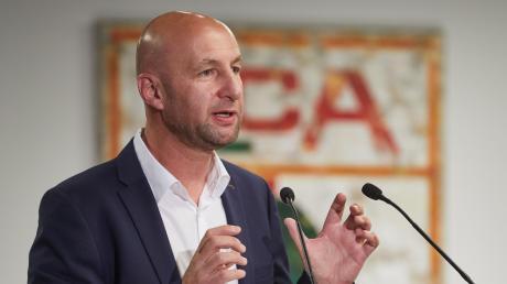Klaus Hofmann, der Präsident FC Augsburg, kritisiert Leipzig immer wieder.