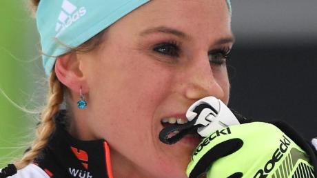 Beim Massenstartrennen in Oberstdorf holt Nicole Fessel Rang sechs.