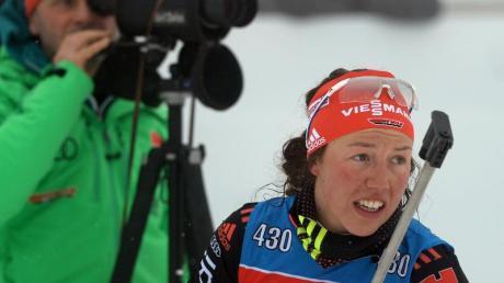 Stellt sich schützend vor Laura Dahlmeier (r): Biathlon-Bundestrainer Gerald Hönig. Foto: Hendrik Schmidt