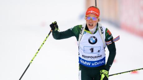 Nach dem Sieg mit der Staffel strebt Laura Dahlmeier auch im Einzel-Rennen das Podest an. Foto: Matthias Balk
