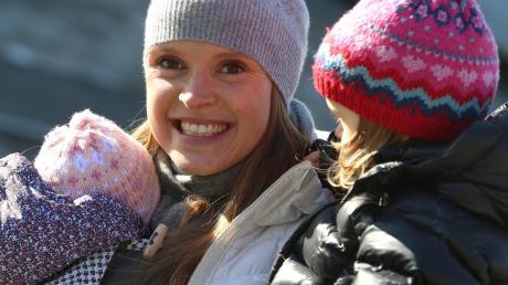 Das neue Leben der Evi Sachenbacher-Stehle im Allgäu wird von ihren Töchtern Greta (links) und Mina bestimmt.
