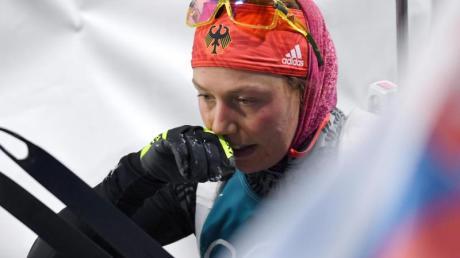 Erschöpft: Biathletin Laura Dahlmeier nach den 12,5 Kilometern im Massenstart. Foto: Hendrik Schmidt