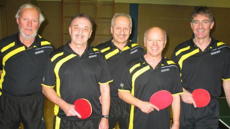 Dieses Quintett der Tischtennisfreunde Bad Wörishofen nahm an den bayerischen Seniorenmeisterschaften in Ochsenfurt teil: (von links) Beppo Trautmann, Gerhard Lucke, Xaver Eschenlohr, Dieter Gerhardinger und Karl Deeg.