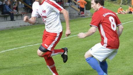 Erzielte gestern das 1:0 für den VfR Jettingen: Nico Fritz (hier im Vorrunden-Spiel gegen den Reisensburger Leopold Munk).