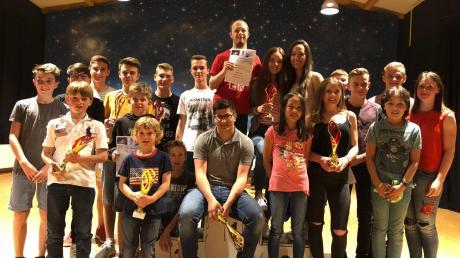 Alle Teilnehmer und Pokalgewinner der Skiklubs aus Ichenhausen und Burgau.