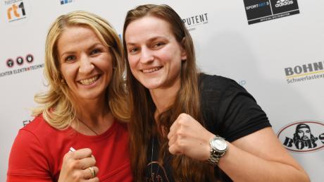 Nikki Adler (links) und Femke Hermans boxen heute Abend im Augsburger Curt-Frenzel-Stadion um die Weltmeisterschaft im Supermittelgewicht.