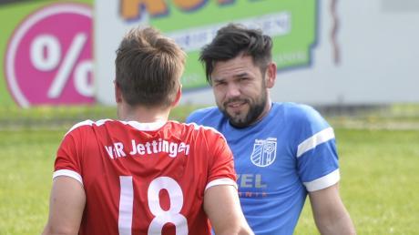 Ein Plausch in entspannter Atmosphäre: Der Jettinger Sebastian Hofmiller unterhält sich mit dem Ellzeer Norbert Pop. Für den geht es noch um die Vizemeisterschaft.