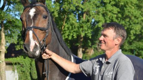 Ein Erfolgsgespann: Richard Gardner mit seinem Wallach Calisto, auf dem er in Abu Dhabi den Nationenpreis für Neuseeland gewann. Seit 2001 ist der Neuseeländer in Deutschland und arbeitet seitdem auf dem Gestüt Jennissen in Stätzling.