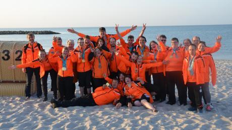 Die erfolgreiche Delegation der Diakonie Neuendettelsau beim Feiern am Ostseestrand.