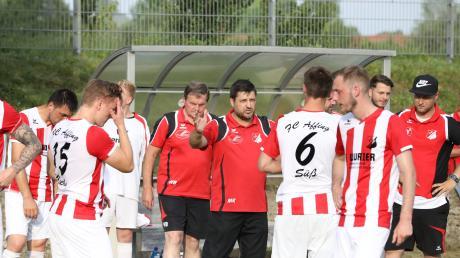 Manfred Kämpf (Mitte) war früher beim FC Affing, jetzt coacht er den TSV Täfertingen.