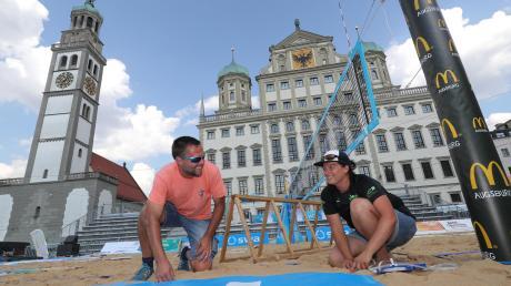 Herrliche Kulisse für die Bayerischen Beachvolleyballmeisterschaften: Vor dem Augsburger Rathaus und dem Perlachturm wurden von der DJK Augsburg-Hochzoll zwei Courts aufgebaut.