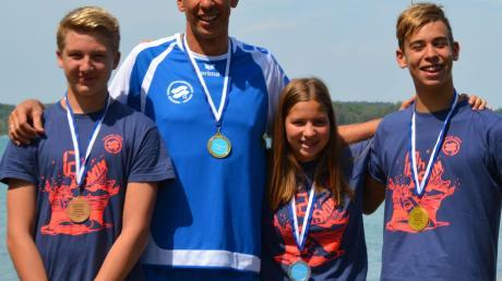 Vier Schwimmer, vier Medaillen: die SSG-Gruppe bei den bayerischen Titelkämpfen.