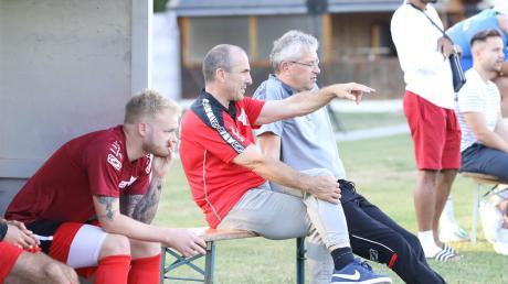 Herbert Wiest (Mitte noch als Trainer des TSV Aindling) wird Sportlicher Leiter beim FC Affing.