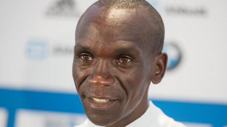 Der Kenianer Eliud Kipchoge hat sein Ziel erreicht und beim Berlin-Marathon einen Weltrekord aufgestellt. Er drückte die bisherige Bestmarke um sagenhafte 1:18 Minuten auf 2:01:39 Stunden.
