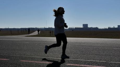Bis ein Breitensportler so weit ist, einen längeren Lauf unter Wettkampfbedingungen zu bestreiten, ist einiges an Training und Vorbereitung nötig.
