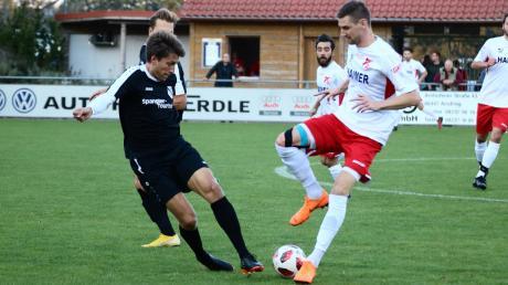 Simon Knauer (rechts) bleibt nun doch beim TSV Aindling.