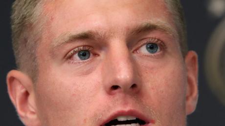 Toni Kroos (li.) verteidigt Joachim Löw gegen Michael Ballack. Der war im Unfrieden aus der deutschen Nationalmannschafts geschieden.