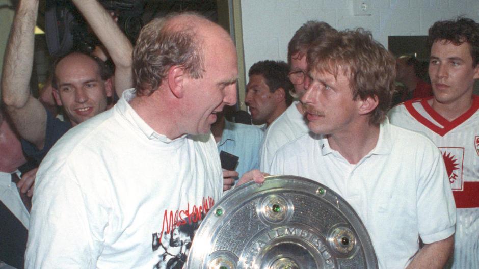 Christoph Daum (rechts) als deutscher Meister beim VfB Stuttgart und seinem Manager Dieter Hoeneß.