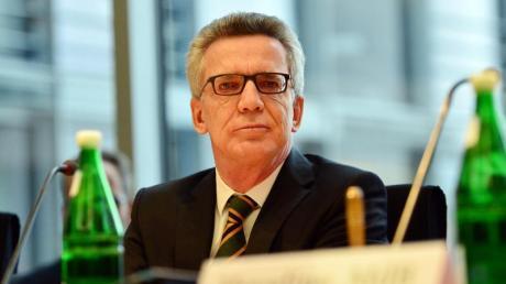 Der frühere Bundesinnenminister Thomas de Maiziere (CDU): Wird er neuer DFB-Präsident?