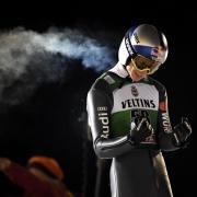 Andreas Wellinger feiert seinen zweiten Platz. Foto: Vesa Moilanen/Lehtikuva