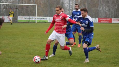 Der FC Affing verliert seinen Kapitän Maximilian Merwald. (rot).