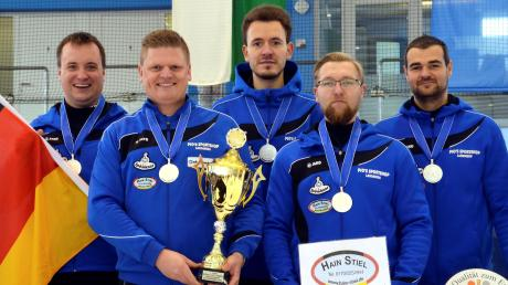 Bereits zum dritten Mal nach 2015 und 2016 konnte sich die Penzinger Herrenmannschaft für den höchsten europäischen Wettkampf für Vereinsmannschaften qualifizieren. Von links: Stephan Ruile, Bernd Huttner, Matthias Peischer, Florian Lechle und Michael Wurmser holten in Kufstein Silber.