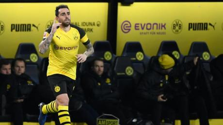 Wird eingewechselt und trifft: BVB-Stürmer Paco Alcácer. Foto: Ina Fassbender