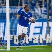 Schalkes Haji Wright bejubelt seinen Anschlusstreffer zum 1:2 gegen Leverkusen. Foto: Guido Kirchner