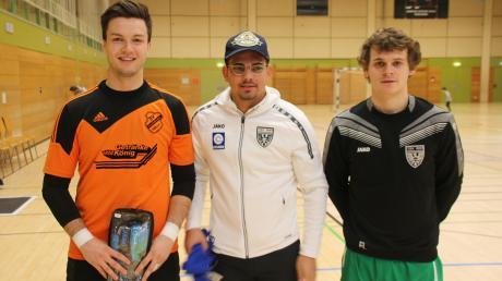 Sie gewannen die persönlichen Preise (von links): Andreas Schröppel (SV Holzkirchen/bester Torhüter), Rudolf Dahms (TSV Nördlingen/bester Torschütze) und Florian Lamprecht (TSV Nördlingen/bester Feldspieler).