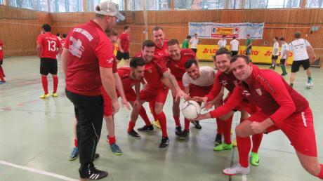 Für Jahn-Trainer Predrag Vuletic (links) und sein Team ist das Ausscheiden nach der Vorrunde kein Beinbruch. Die Landsberger hatten bei der Zugspitzmeisterschaft ihren Spaß und wollen nächstes Mal wieder angreifen.