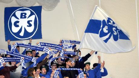 Bei der Endrunde 2015 sorgten die Fans des BC Schretzheim für Stimmung in der Wertinger Stadthalle – und feierten den Landkreis-Titel ihrer Mannschaft. Unterstützung von den Rängen können die Kleeblätter jetzt wieder brauchen, wenn es nach den Gruppenspielen für sie noch weitergehen soll.