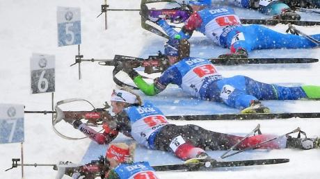 Im Schneegestöber von Oberhof hatten die Biathleten mit den Widrigkeiten des Winters zu kämpfen. Den deutschen Starterinnen gelang das unterschiedlich gut.