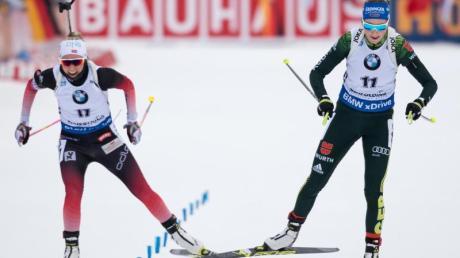 Franziska Preuß (r) setzt sich im Schlusssprint gegen die Norwegerin Ingrid Landmark Tandrevold durch.