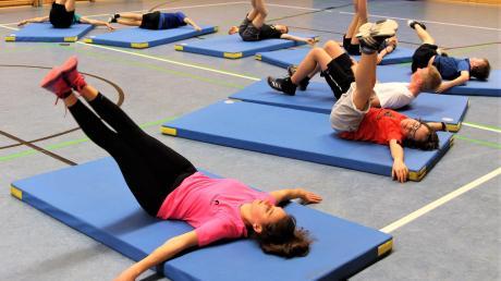 Aber die Grundlagen werden beim Hallentraining gelegt. Dazu gehören Gymnastik und Stretching.