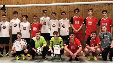 Starker Auftritt: Die A-Jugend-Teams des SV Schwarzhofen aus der Oberpfalz (weiße Trikots) und der gastgebenden SG Rennertshofen/Bertoldsheim landeten auf den Plätzen eins und zwei.