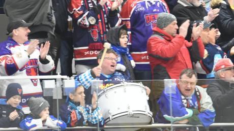 Etwa 150 Fans der Devils waren in Burgau vor Ort und feierten den Derbysieg ihrer Mannschaft.