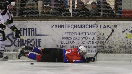 Der EV Bad Wörishofen kommt in der Abstiegsrunde der Landesliga einfach nicht auf die Beine: Beim SC Forst setzte es für Johannes Scheitle (hier im Heimspiel gegen Farchant) eine bittere 1:6-Niederlage. Damit ist der EVW nun Letzter und muss sich ernsthaft Sorgen um den Klassenerhalt machen.