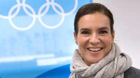 Die ehemalige Eiskunstläuferin Katarina Witt findet eine erneute deutsche Olympia-Bewerbung «erstrebenswert». Foto: Peter Kneffel