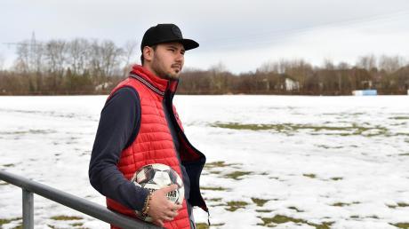 Man sieht es Salim Fagieri nicht mehr an, doch vergangenes Jahr erlitt er bei einem Fußballspiel mehrere Knochenbrüche im Gesicht. Eigentlich wollte er im März sein Comeback beim FC Kaufering feiern. Doch es gibt Zweifel.