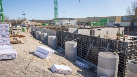 Die Baustelle für das neue Verwaltungsgebäude der Firma Hirschvogel in Denklingen.