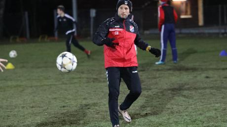 Rückkehrer Christoph Burkhard und der TSV Hollenbach empfangen am Sonntag Tabellenführer FC Ehekirchen.