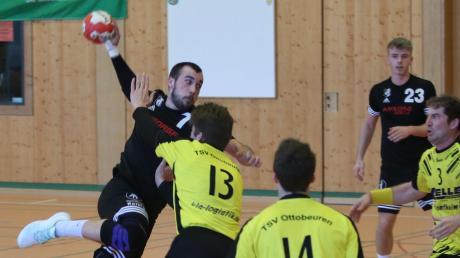 Trotz komfortabler Führung kommt der TSV Mindelheim um Ivan Radic (am Ball) gegen den TSV Ottobeuren 2 nicht zum Sieg.