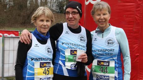 Erfolgsgaranten des LC Aichach: Herta Bergmann und Resi Christl (von links), hier auf einem Archivbild mit Leni Bauer.